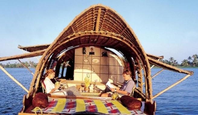 Die Urlauber haben auf den Bootstouren nicht viel zu tun: den Ausblick genießen und essen.
