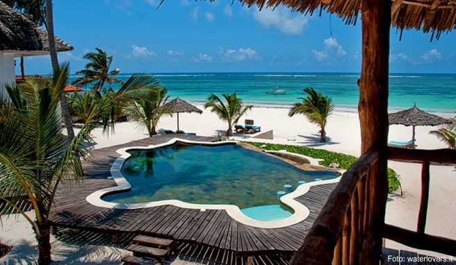 diani beach kenia schneewei er strand im osten afrikas. Black Bedroom Furniture Sets. Home Design Ideas