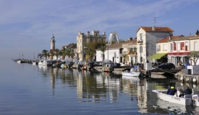 Der Canal Maritime teilt das südfranzösische Le Grau du Roi in zwei Teile.