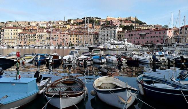 Portoferraios geschützter Hafen Darsena ist der schönste auf Elba.