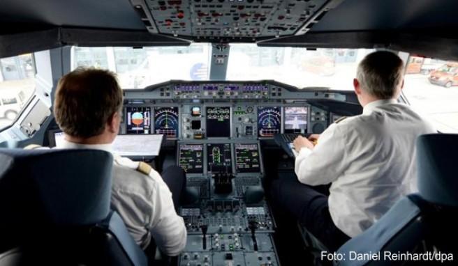 fliegen wie lange d rfen piloten am steuer sitzen. Black Bedroom Furniture Sets. Home Design Ideas
